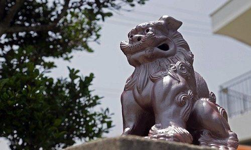 沖縄県知事玉城デニー氏のマスクが素敵!素材は沖縄の伝統的織物?
